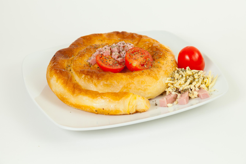 Burek con prosciutto e pomodorini