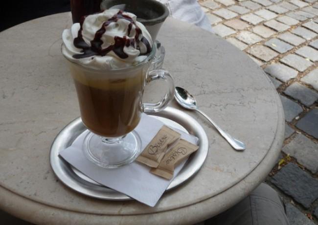 Caffè shakerato con panna