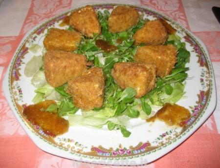 Camembert fritto insalata