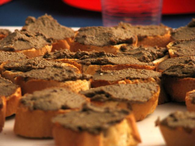 Crostini con lenticchie
