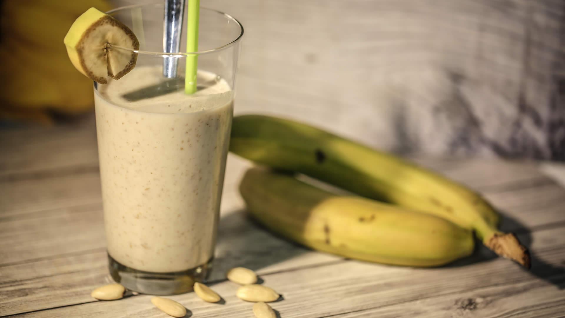 Frullato banana e mandorle
