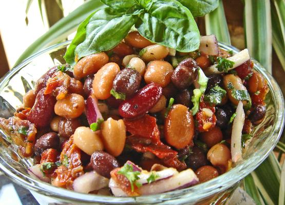 Insalata di fagioli e pomodori secchi