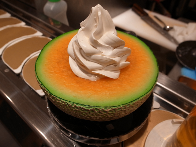 Melone ripieno di gelato