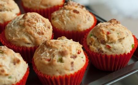 Muffin salati con formaggio e speck
