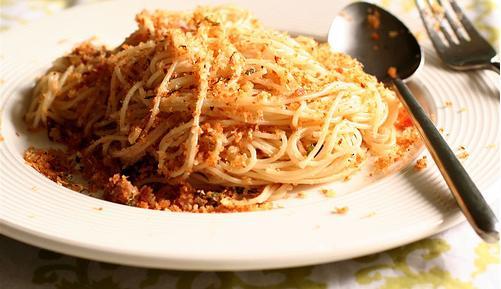Spaghetti con mollica di pane