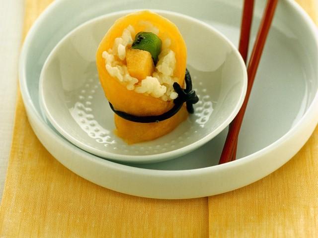 Sushi con melone e kiwi