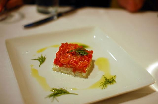 Tartare salmone e pomodorini