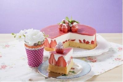 Torta allo yogurt fredda con fragole