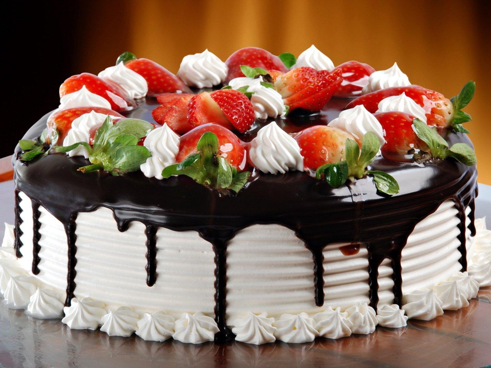 Torta fragole e panna per la festa della mamma