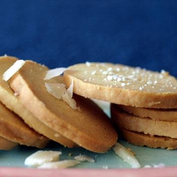 biscotti cacio pepe