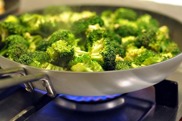 broccoli aglio e olio contorno