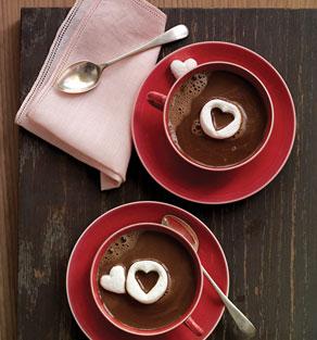 Cioccolata con cuoricini bianchi