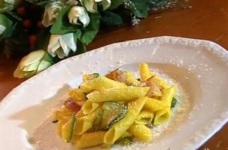 cotto e mangiato garganelli con zucchine