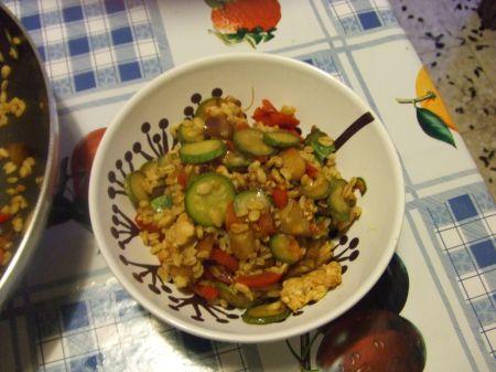 Grano al curry con pollo e verdure