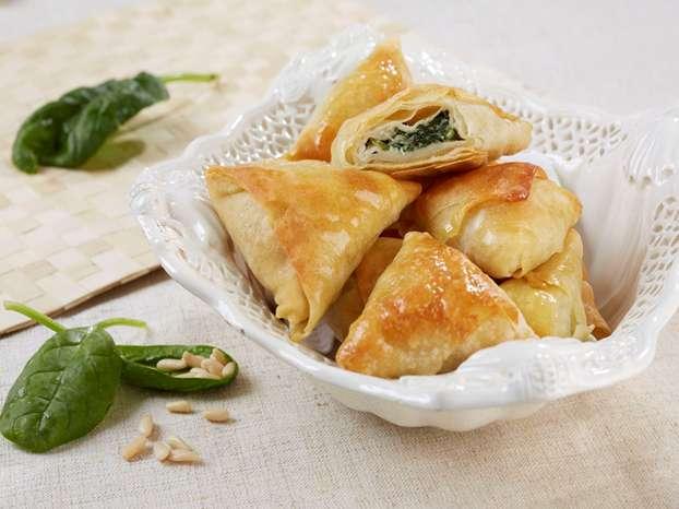 fagottini in pasta fillo con verdure e mozzarella