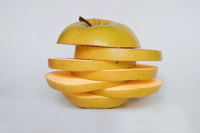 fettine di mela contro la frittura