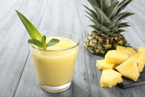 frullato di ananas, cavolo e banana