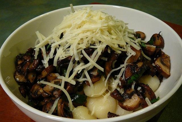 funghi al parmigiano con gnocchi