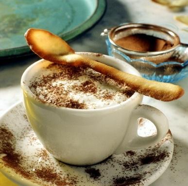 gelato cappuccino con biscotto