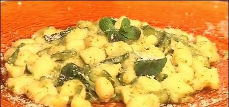 Gnocchetti di ricotta con zucchine, pesto e menta