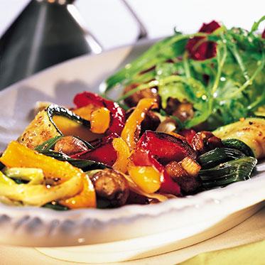 insalatat con scamorza calda e verdure grigliate