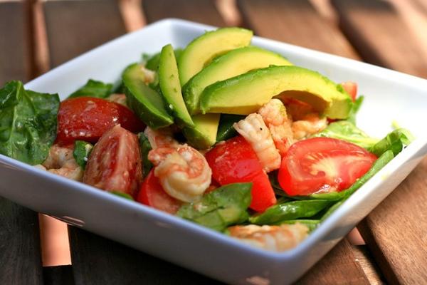 insalata di avocado e gamberi
