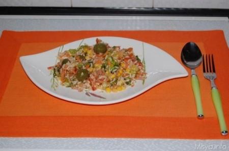 Insalata di riso con mais e carciofini
