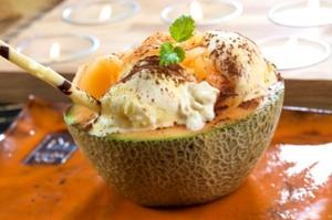 melone ripieno con il gelato