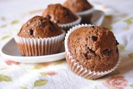 Muffin con caffè d'orzo e gocce di cioccolato