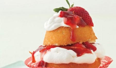 Muffin farciti con panna e fragole