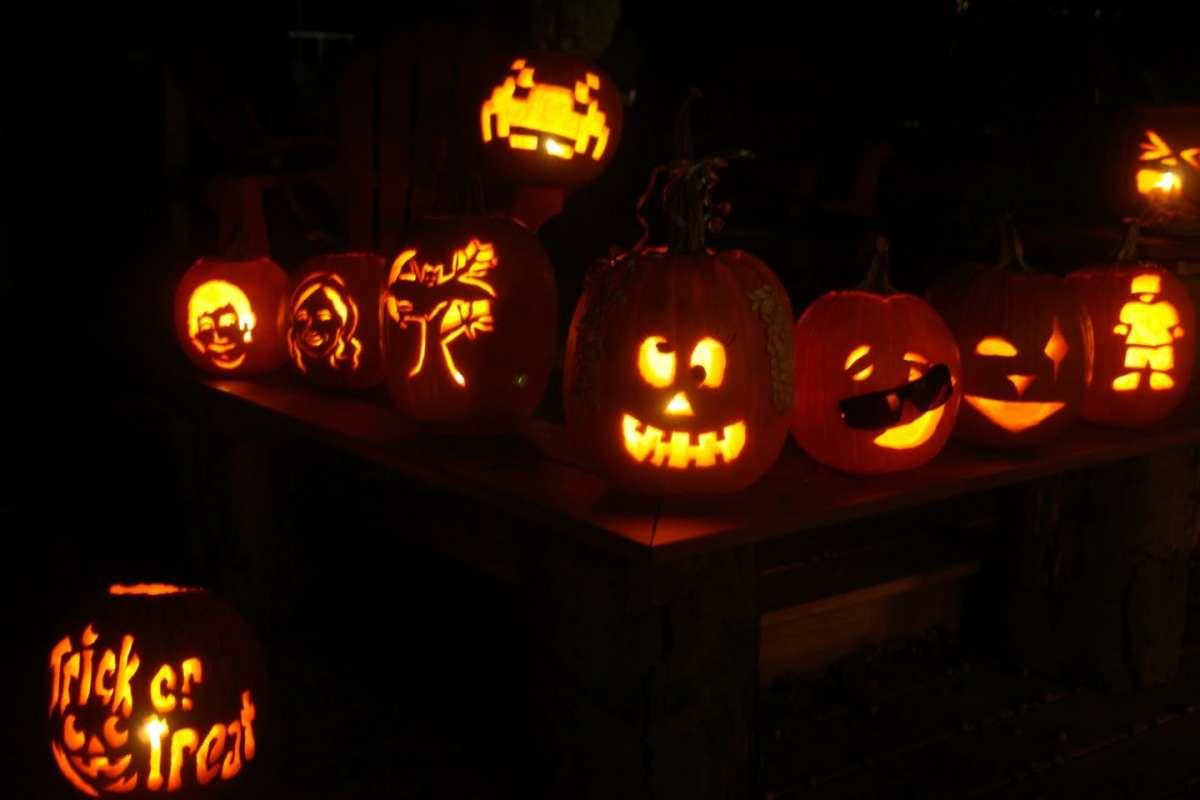Tante zucche di Halloween