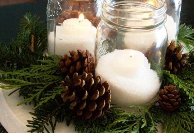 Pigne e candele per il centrotavola