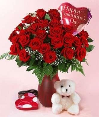 rose rosse e orsacchiotto