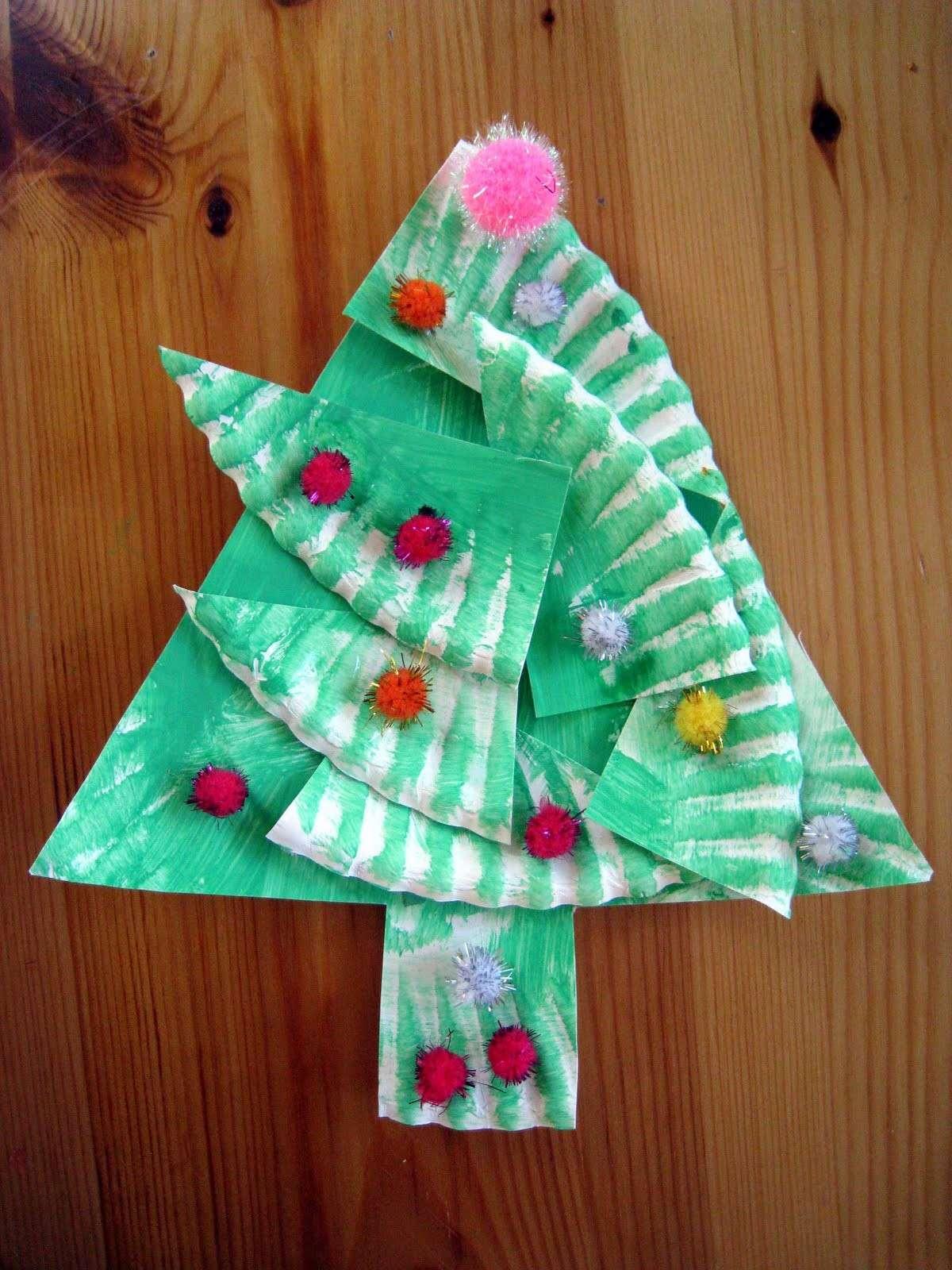 Lavoretti creativi Natale albero con i piattini carta