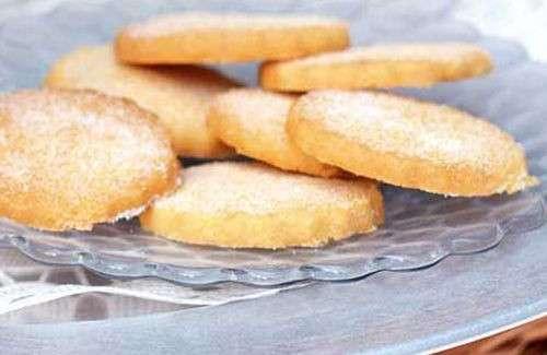 Biscotti con pasta frolla con scorza di limone