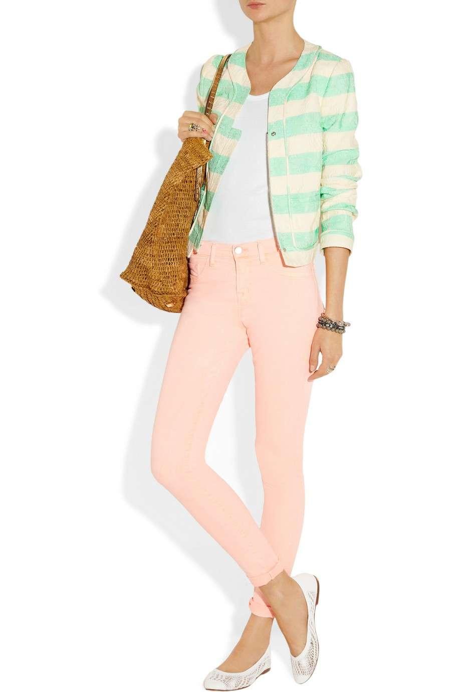 Ballerine bianche e pantaloni pastello