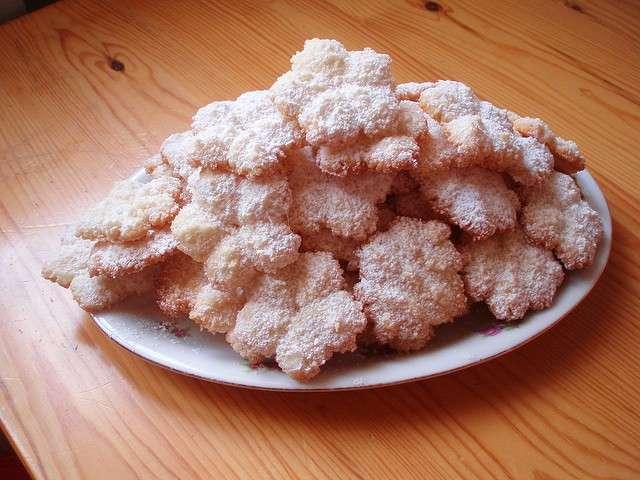 Biscotti al cocco con zucchero a velo