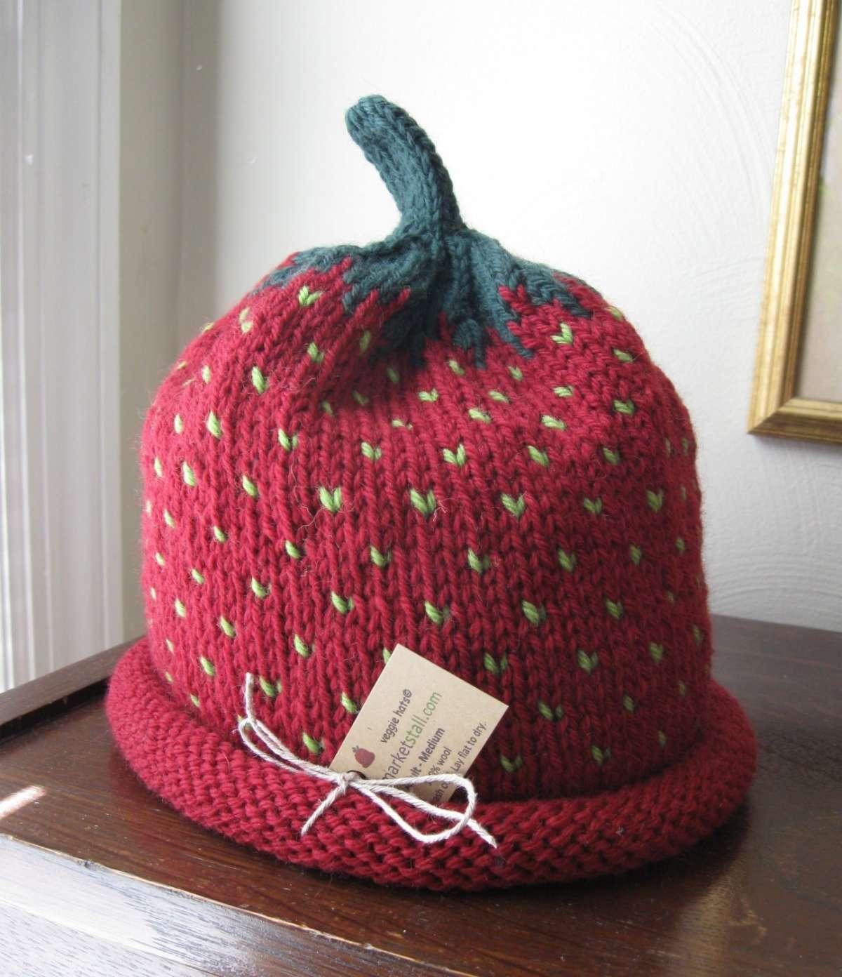 Cappello a forma di fragola