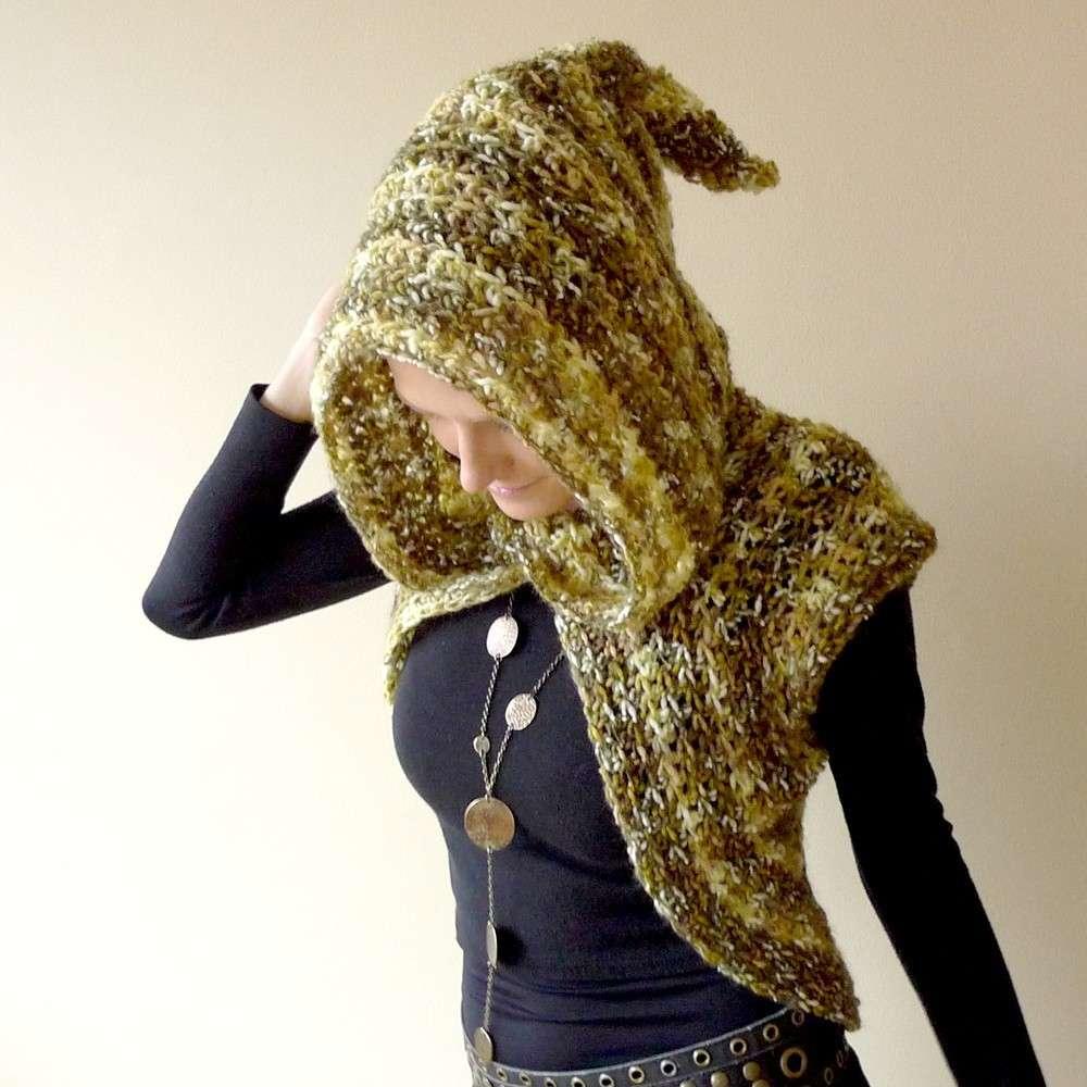 Coprispalle in lana con cappuccio
