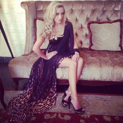Reeva Steenkamp in abito elegante