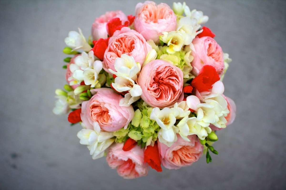 Addobbi per la Chiesa con fiori colorati