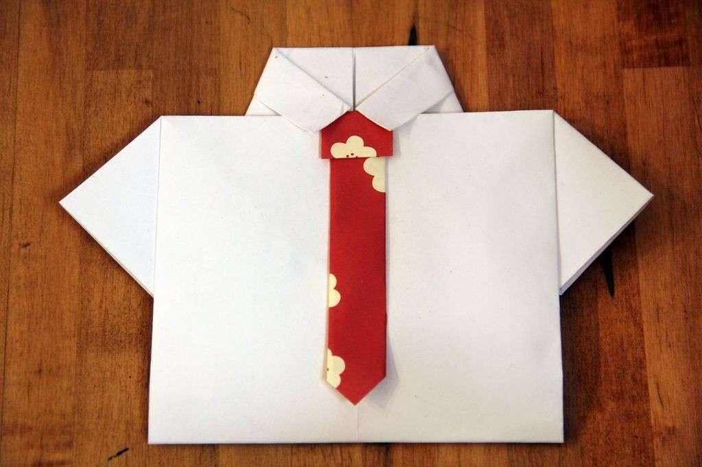 Biglietto camicia e cravatta