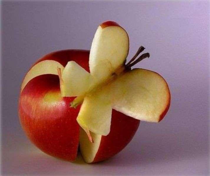 Farfalla con la mela