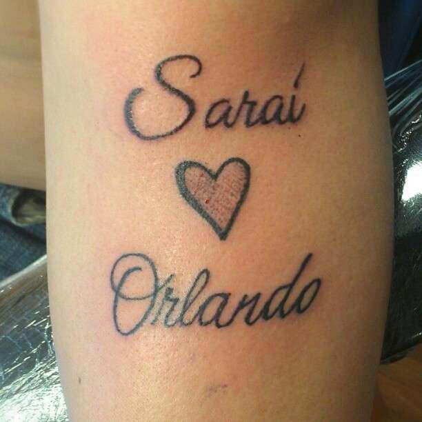 Tatuaggio con nome e cuore