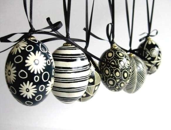 Uova bianche e nere