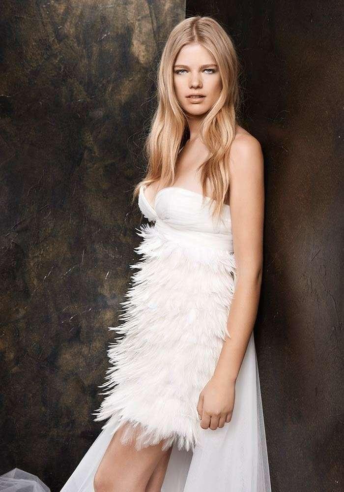 Vestito da sposa con piume