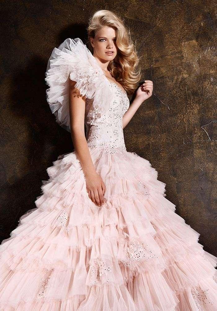 Vestito da sposa rosa di Alessandro Couture