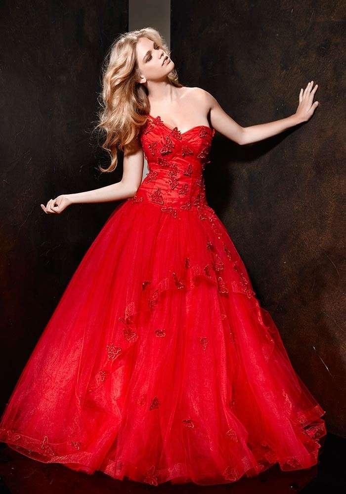 Vestito da sposa rosso di Alessandro Couture