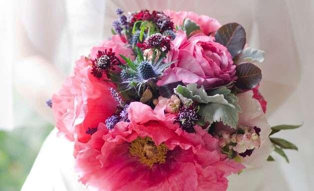 Fiori con bacche per le nozze