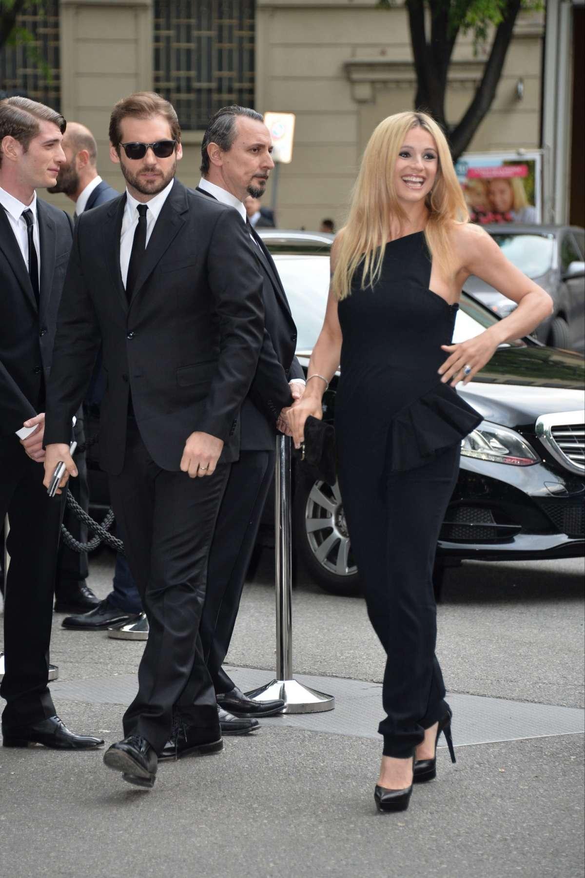 Michelle Hunziker raggiante con Tomaso Trussardi a Milano